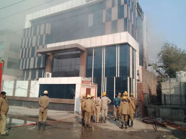 Building collapses in Delhi's Peeragadhi, Firefighter trapped