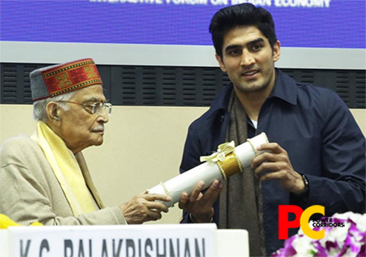 Indian Boxer Vijender Singh felicitated with Indian Achievers Award 2019
